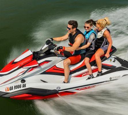 Jet Ski Navegando com a família