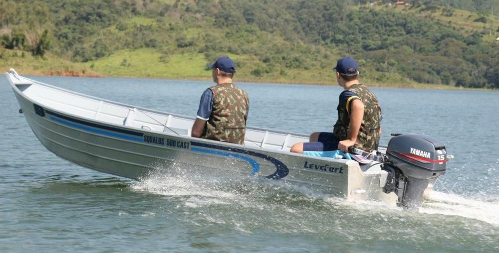 Barcos Squalus Cast navegando